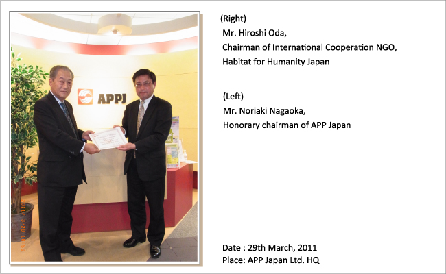 Asia Pulp & Paper Group presents donation to Habitat for Humanity